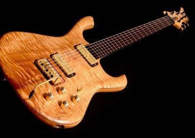 rikkers-gitaar-waveline